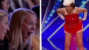 Een 90-jarige vrouw gaf een striptease op het podium. Toen ze haar blouse uitdee