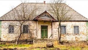 Dit huis stond 30 jaar lang leeg. Nu heeft iemand het risico genomen en is naar