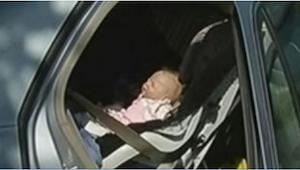 Een pasgeboren baby ademde niet. Toen de politie ter plaatse kwam om hem te redd