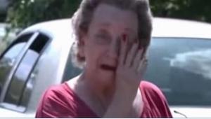 4 jongens sluipen de tuin van een 75 jaar oude vrouw in. Toen de vrouw hen 'betr
