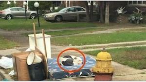 De buurman observeerde een verhuizende familie. Een week later deed hij een trie