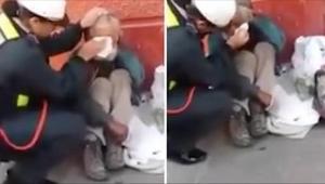 Deze politieagente wist niet dat ze gefilmd werd. Bekijk wat ze deed toen ze een