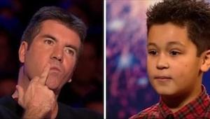Deze jongen had tranen in zijn ogen toen Simon zijn optreden onderbrak. Hij beva