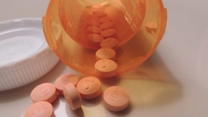 7 levensmiddelen en medicijnen die je nooit mag mengen!