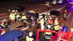 Een man zag een auto die over de snelweg slingerde. Toen hij naar de voorste sto