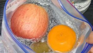 Ik verbaasde me toen hij fruit in een zak vol mineraalwater deed maar nu doe ik