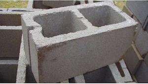 Moeder kocht veel betonblokken voor zo\\'n ongewone reden dat iedereen zijn ogen