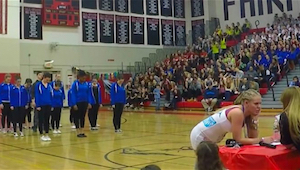De dans bij deze danswedstrijd is niets bijzonders. Tenzij er iemand onverwacht