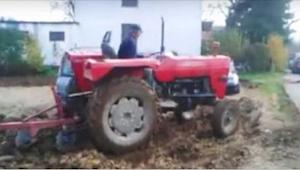 Ze wilden hun auto's niet verplaatsen van het landgoed van de boer - zijn wraak