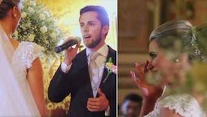De bruidegom zingt Hallelujah voor zijn toekomstige vrouw - zijn uitstekende pre