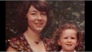 Een moeder dwong haar tienerzoon om in een potje te ejaculeren. 22 jaar later be