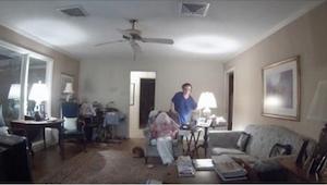 Een persoonlijke verzorgster van een 94- jarige vrouw met Alzheimer werd in het