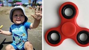 1- jarige jongen stikte bijna in het populairste gadget van 2017! Nu waarschuwt