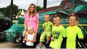 Ze liet haar zonen zonder toezicht vanwege een verschrikkelijke eierstokpijn. To