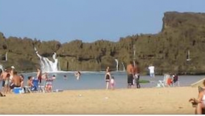 Wat er op dit strand gebeurd is, zal je adem wegnemen!