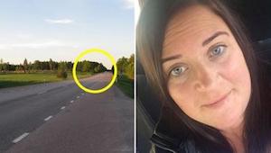 Een vrouw reed op de snelweg toen ze plotseling omringd werd door andere auto's.