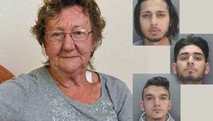 Een 77-jarige nam geld uit een geldautomaat wanneer 3 mannen haar benaderden. Na