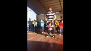 Een mindervalide meisje wou zich niet uitgesloten voelen tijdens de schooldans..