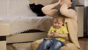 Waarom gedragen sommige kinderen zich minder goed  wanneer ze bij hun moeder zij