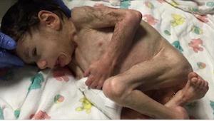 Toen ze hem in een weeshuis zag, dacht ze dat het om een pasgeboren ging. Toen d