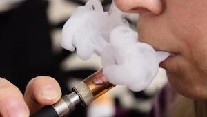Wetenschappers waarschuwen voor elektronische sigaretten.