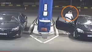 De les die de eigenaar van de benzinepomp deze rokende tiener leerde, gaat viral