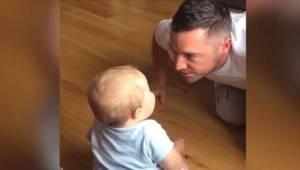Hij wilde zijn kind aan het lachen maken maar uiteindelijk was hij het die over