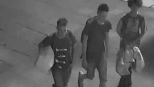 Drie tieners hielpen een dakloze. Ze wisten niet dat ze werden gefilmd.
