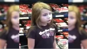 Een meisje van 8 werd gefilmd toen ze zong in de supermarkt. Ze werd snel een se