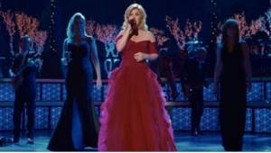 Kelly Clarkson zong Stille Nacht met twee legendarische gasten die onverwacht ve