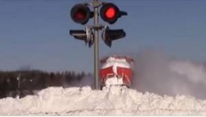 Toen een chaffeur zag hoe een locomotief door de sneeuw ploegde greep hij snel z