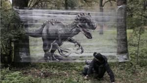 Deze kunstenaar maakt graffiti op folie in het bos. Hier het resultaat.