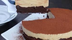 Luchtige en zachte chocoladetaart zonder meel maar met een verrassende smaak! Ee