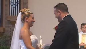 Gedurende 2 minuten bleef de bruid maar lachen, pas toen ik zag waarom, barstte