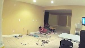 Haar man begon met een geheim project in de kelder. 20 dagen later vroeg hij haa