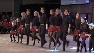 12 broers en zussen beginnen te dansen, en wanneer ze tegelijkertijd op instrume