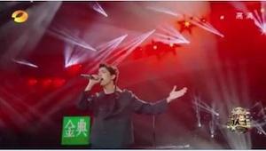De stem van een Kazachstaanse zanger is zo schokkend dat sommigen hem buitenaard