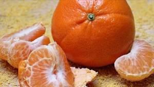 Artsen waarschuwen: zorg dat je deze typische fout bij het pellen van mandarijne