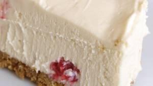 Als je op dieet bent is deze cheesecake iets voor jou. Zonder bloem, suiker, eie