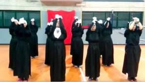 Toen 12 nonnen aan hun optreden begonnen, had niemand DIT einde verwacht!