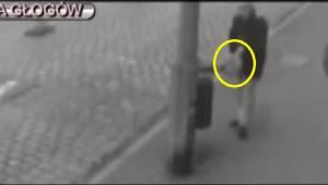 De politie vraagt om hulp om vast te stellen welke twee mannen een hond in een z